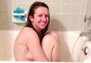 Video of an Adorable Wife Naked in the Bathtub